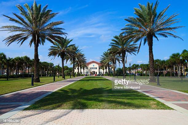 Jacksonville Beach, Florida, latham Plaza