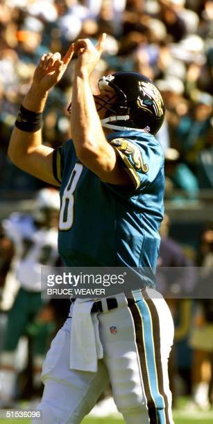 Jacksonville Jaguars quarterback Mark Brunnell signals a touchdown 15 January 2000 in an AFC divisional playoff game agains the Miami Dolphins in...