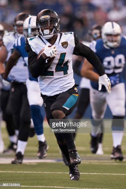 Jacksonville Jaguars running back TJ Yeldon breaks through the line and runs for a 58 yard touchdown during the NFL game between the Jacksonville...