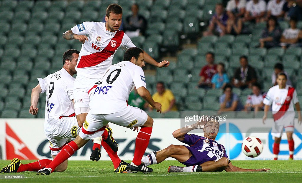A-League Rd 12 - Glory v Heart