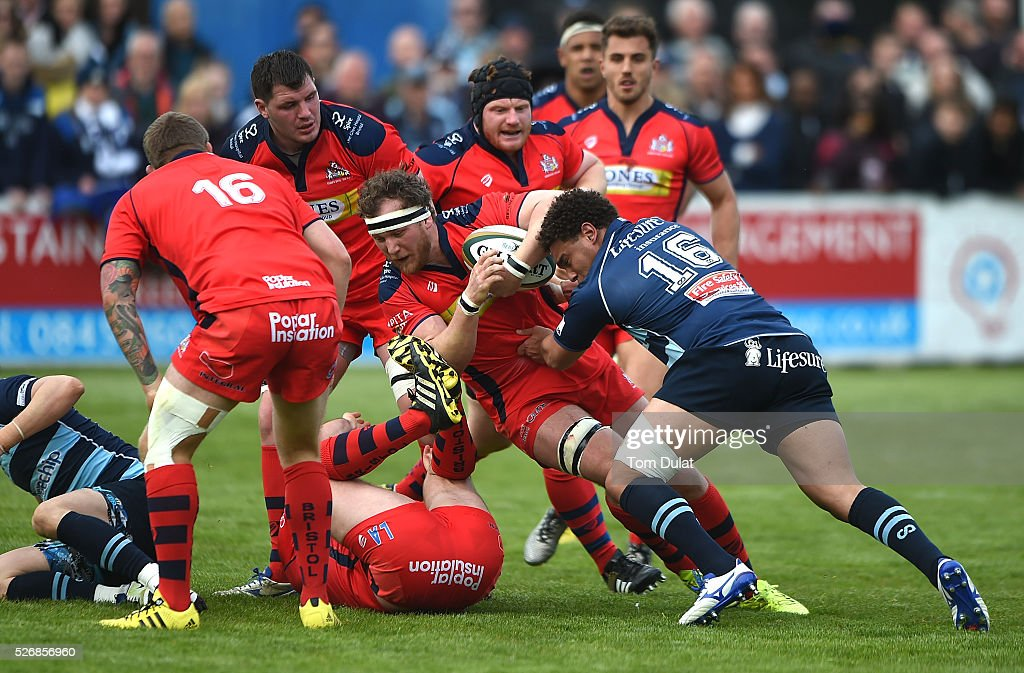Jacob Fields of Bedford Blues tackles Nick Koster of Bristol Rugby during the Greene King IPA Championship Play Off Semi Final first leg match between Bedford Blues and Bristol Rugby at Goldington Road on May 1, 2016 in Bedford, England. (Photo by Tom Dulat/Getty Images).