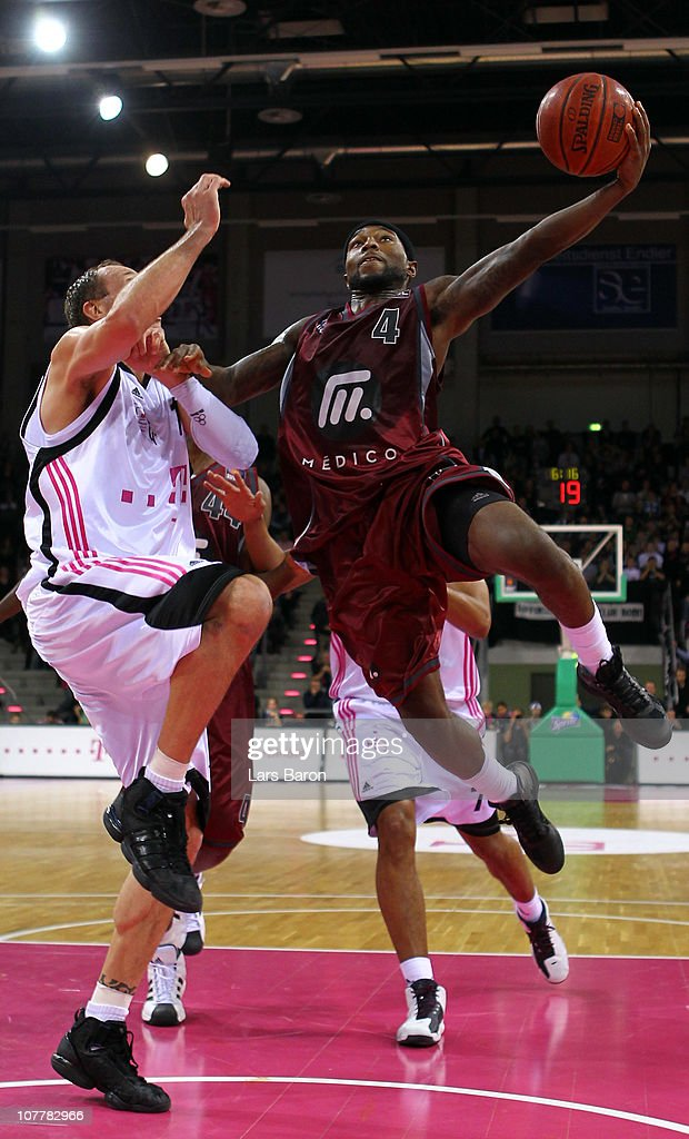 Telekom Baskets Bonn v Artland Dragons - Beko BBL