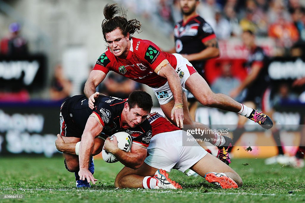 <a gi-track='captionPersonalityLinkClicked' href=/galleries/search?phrase=Jacob+Lillyman&family=editorial&specificpeople=729961 ng-click='$event.stopPropagation()'>Jacob Lillyman</a> of the Warriors is tackled by Mitch Rein of the Dragons during the round nine NRL match between the New Zealand Warriors and the St George Illawarra Dragons at Mt Smart Stadium on May 1, 2016 in Auckland, New Zealand.