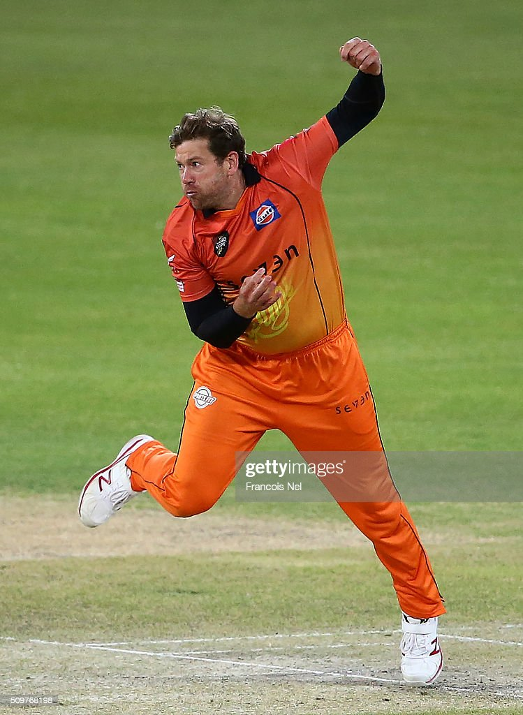 Jacob Oram of Virgo Super Kings bowls during the Oxigen Masters Champions League Semi Final match between Leo Lions and Virgo Super Kings at Dubai International Cricket Stadium on February 12, 2016 in Dubai, United Arab Emirates.