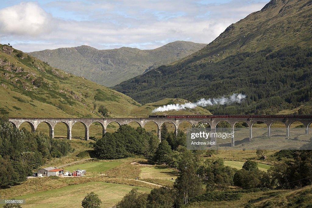 Jacobite steam engine on Glenfinnan Viaduct