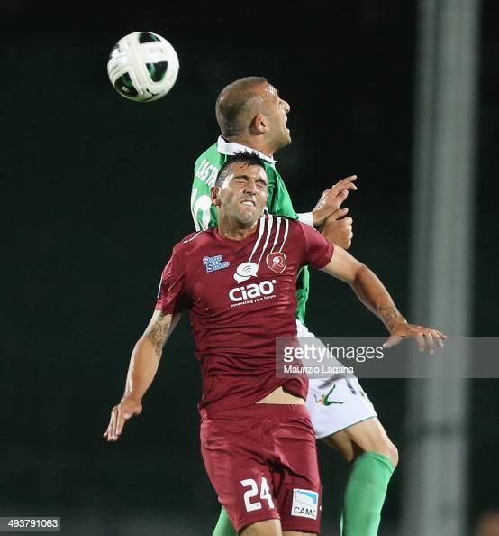Jacopo Dall'Oglio of Reggina competes for the ball in air with Luigi Castaldo of Avellino during the Serie B match between US Avellino and Reggina...
