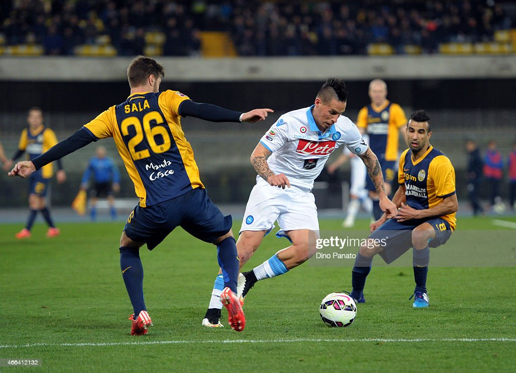 Jacopo Sala (L) of Hellas Verona competes with Marek Hamsik (C) of SSC Napoli during the Serie A match between Hellas Verona FC and SSC Napoli at Stadio Marc'Antonio Bentegodi on March 15, 2015 in Verona, Italy.