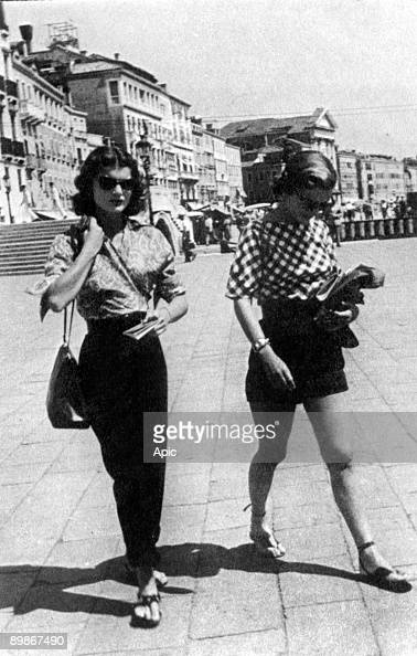 Jacqueline Bouvier and her sister Caroline Lee Bouvier in Venice 1951