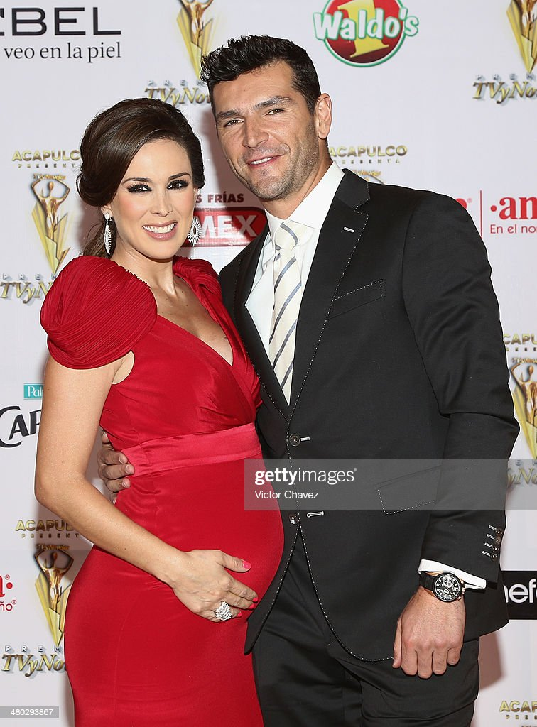 <a gi-track='captionPersonalityLinkClicked' href=/galleries/search?phrase=Jacqueline+Bracamontes&family=editorial&specificpeople=867867 ng-click='$event.stopPropagation()'>Jacqueline Bracamontes</a> and Martín Fuentes attend the Premios Tv y Novelas 2014 at Televisa Santa Fe on March 23, 2014 in Mexico City, Mexico.