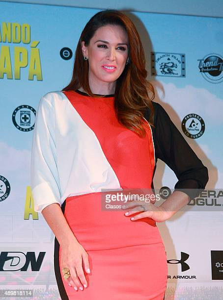 Jacqueline Bracamontes attends the presentation of the film 'Entrenando a mi papá' on September 21 2015 in Mexico City Mexico