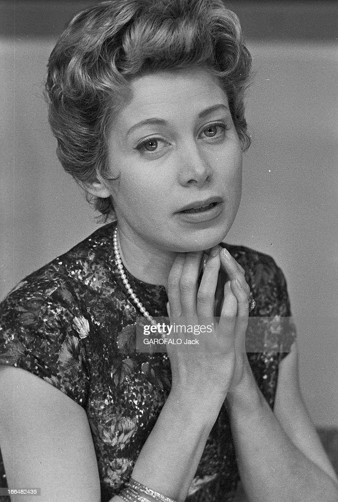 Personnage Martine 18/07 trouvé par Jov Jacqueline-joubert-janvier-1957-portrait-de-jacqueline-joubert-et-picture-id166482435