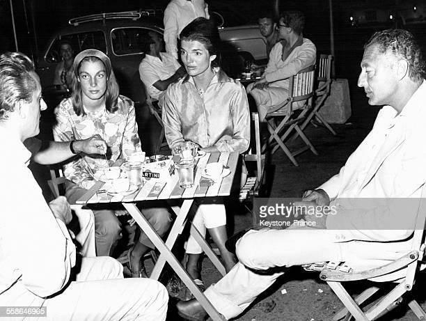 Jacqueline Kennedy et Giovanni Agnelli à droite le riche industriel italien propriétaire de Fiat à Ravello Italie