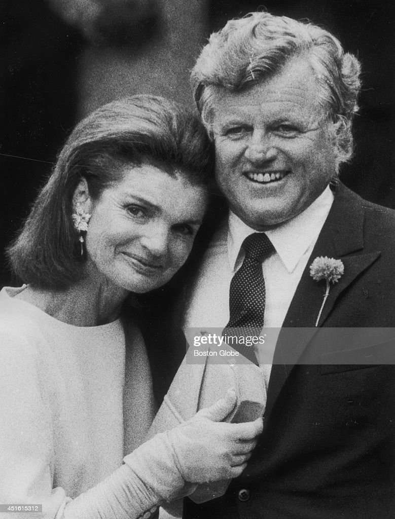 White house christmas decorations book - Jacqueline Kennedy Onassis Cries On Edward M Kennedy S Shoulder At
