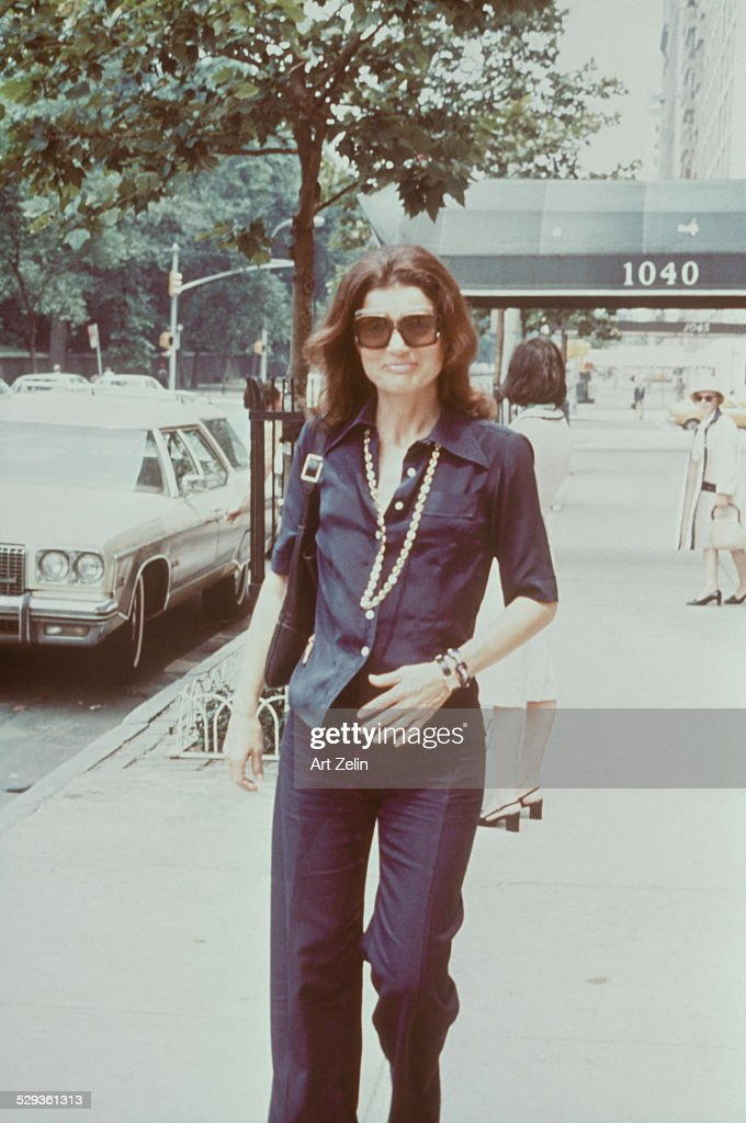 <a gi-track='captionPersonalityLinkClicked' href=/galleries/search?phrase=Jacqueline+Kennedy&family=editorial&specificpeople=70028 ng-click='$event.stopPropagation()'>Jacqueline Kennedy</a> Onassis walking down the streets of New York; circa 1970; New York.