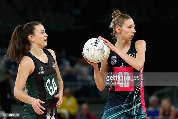 Jacqueline Newton of the Fury makes a pass during the round one ANL match between at Vic Fury and the Tasmania Magpies at Hisense Arena on February...