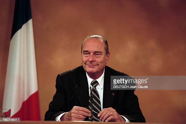 Jacques Chirac Makes A Tour Of European Capitals To Prepare The European Summit Of Nice Step In Spain Madrid 29 novembre 2001 Lors d'une tournée des...