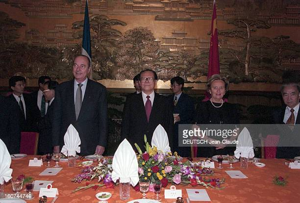 Jacques Chirac Official Travel In China Pekin en mai 1997 lors de son voyage officiel Jacques CHIRAC debout aux côtés de JIANG ZEMIN président de la...