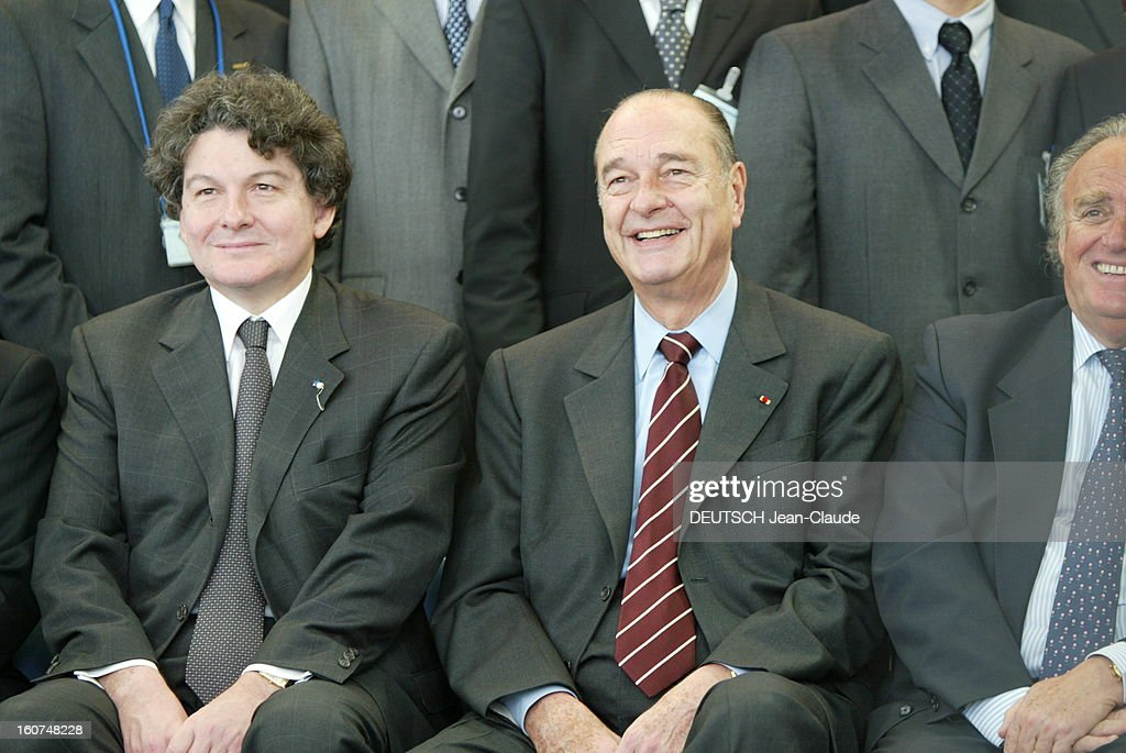 <a gi-track='captionPersonalityLinkClicked' href=/galleries/search?phrase=Jacques+Chirac&family=editorial&specificpeople=165237 ng-click='$event.stopPropagation()'>Jacques Chirac</a> Official Travel In Japan. Jacques CHIRAC posant entre Thierry BRETON et Henri LACHMANN, Pdg de Schneider Electronic lors de la visite de l'usine Digital Electronics Schneider à OSAKA .
