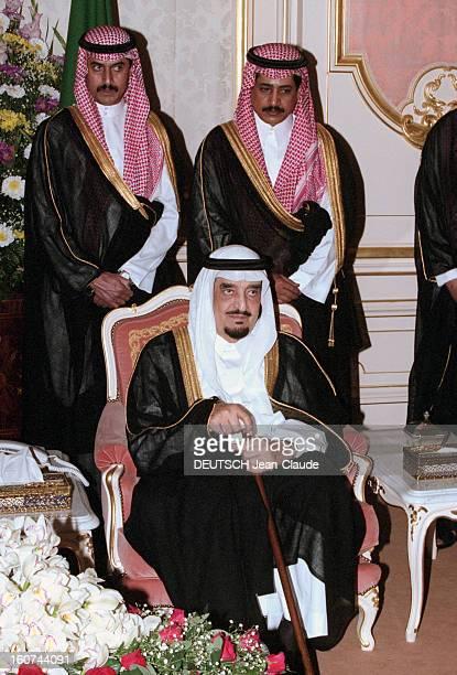 Jacques Chirac Official Travel In Saudi Arabia En Arabie Saoudite en juillet 1996 Portrait du roi FAHD souriant assis tenant une canne lors de la...