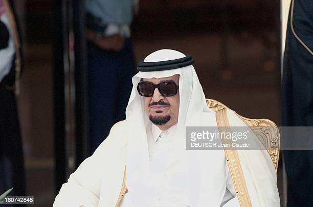 Jacques Chirac Trip In Saudi Arabia En Arabie Saoudite en juillet 1996 Portrait du roi FAHD avec des lunettes de soleil assis lors de la visite...