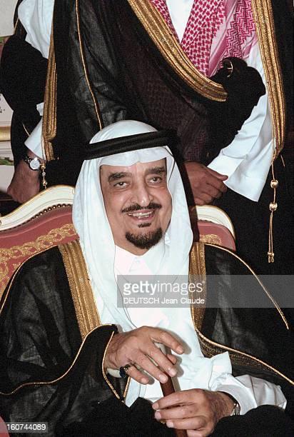Jacques Chirac Trip In Saudi Arabia En Arabie Saoudite en juillet 1996 Portrait du roi FAHD souriant assis tenant une canne lors de la visite...