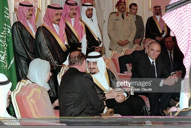Jacques Chirac Trip In Saudi Arabia En Arabie Saoudite en juillet 1996 Jacques CHIRAC en visite officielle à Riyad s'entretenant ici avec le roi FAHD...
