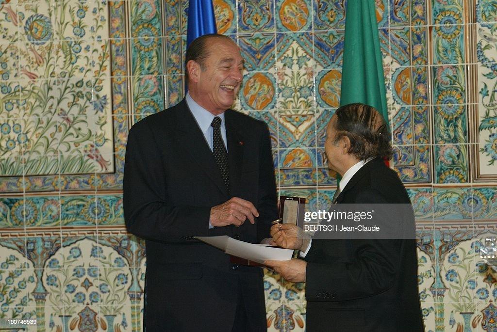 <a gi-track='captionPersonalityLinkClicked' href=/galleries/search?phrase=Jacques+Chirac&family=editorial&specificpeople=165237 ng-click='$event.stopPropagation()'>Jacques Chirac</a> Visit In Algeria. Jacques CHIRAC riant en remettant les sceaux des Deys à son homologue algérien Abdelaziz BOUTEFLIKA de trois-quarts dos lors de sa venue à ALGER.