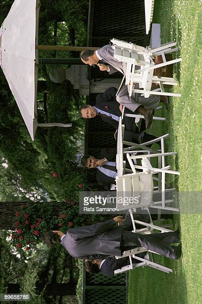 Jacques Delors and Felipe Gonzalez in La Moncloa Palace The president of the Government and the president of the European Commission in the gardens...