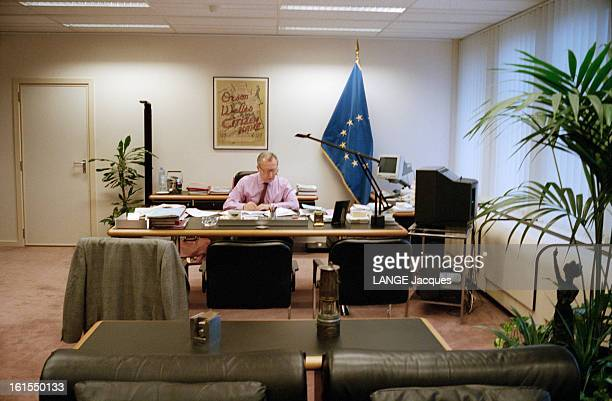 Jacques Delors In His Activities Of The President Of The European Commission At His Office In Brussels Belgium A BRUXELLES Jacques DELORS dans son...