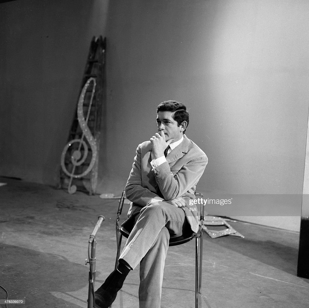 <a gi-track='captionPersonalityLinkClicked' href=/galleries/search?phrase=Jacques+Demy&family=editorial&specificpeople=896284 ng-click='$event.stopPropagation()'>Jacques Demy</a> on the set of ''Discorama''