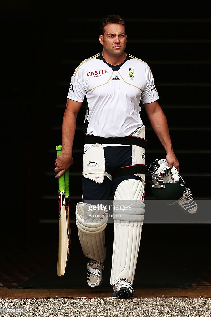 Jacques Kallis arrives at a South African Proteas nets session at Sydney Cricket Ground on November 1, 2012 in Sydney, Australia.