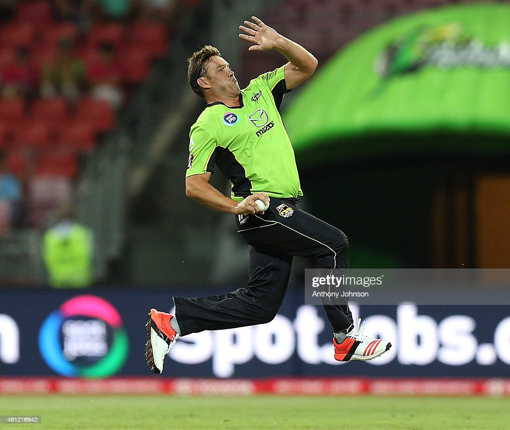 <a gi-track='captionPersonalityLinkClicked' href=/galleries/search?phrase=Jacques+Kallis&family=editorial&specificpeople=184509 ng-click='$event.stopPropagation()'>Jacques Kallis</a> bowls during the Big Bash League match between the Sydney Thunder and Hobart Hurricanes at Spotless Stadium on January 9, 2015 in Sydney, Australia.