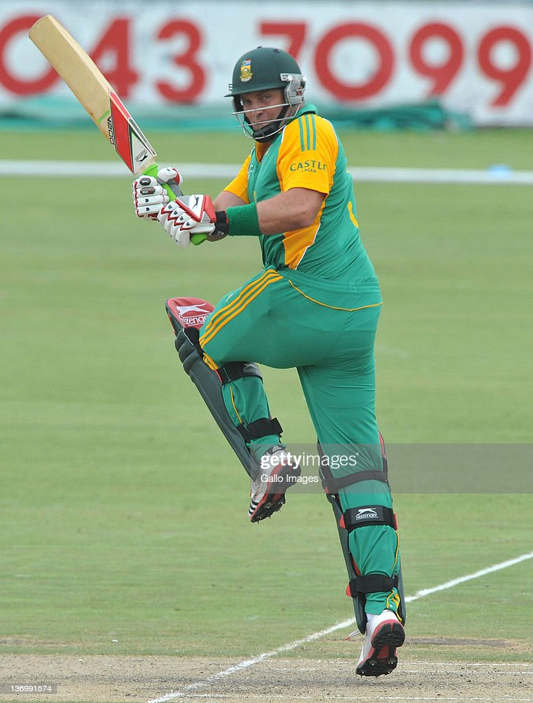 <a gi-track='captionPersonalityLinkClicked' href=/galleries/search?phrase=Jacques+Kallis&family=editorial&specificpeople=184509 ng-click='$event.stopPropagation()'>Jacques Kallis</a> in action during the 2nd One Day International match between South Africa and Sri Lanka at Buffalo Park on January 14, 2012 in East London, South Africa.