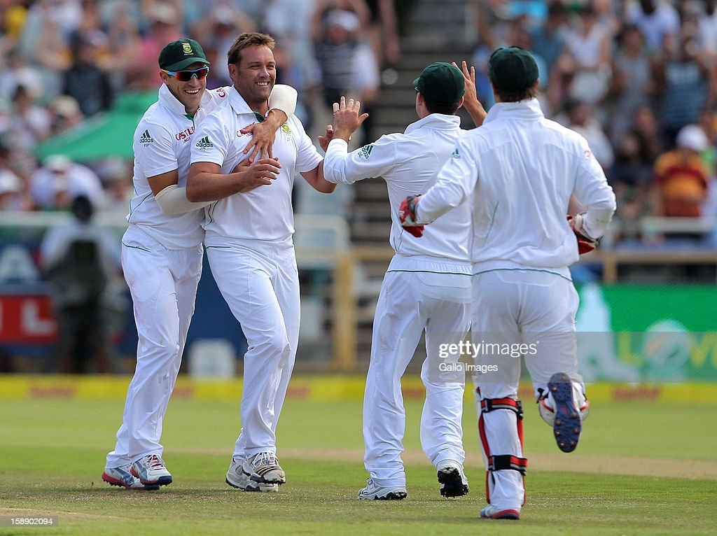 <a gi-track='captionPersonalityLinkClicked' href=/galleries/search?phrase=Jacques+Kallis&family=editorial&specificpeople=184509 ng-click='$event.stopPropagation()'>Jacques Kallis</a> of South Africa celebrates the wicket of Kane Williamson during day 2 of the 1st Test between South Africa and New Zealand at Sahara Park Newlands on January 03, 2013 in Cape Town, South Africa.