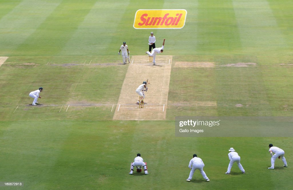 Jacques Kallis of South Africa sends off a delivery during day 2 of the 1st Test match between South Africa and Pakistan at Bidvest Wanderers Stadium on February 2, 2013 in Johannesburg, South Africa.