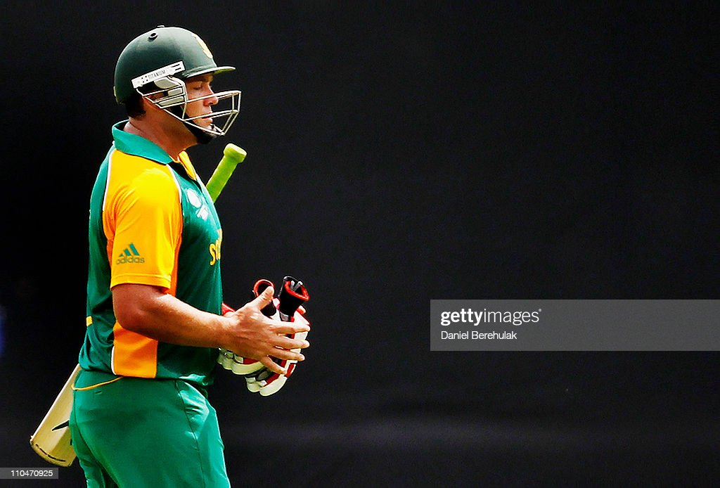 <a gi-track='captionPersonalityLinkClicked' href=/galleries/search?phrase=Jacques+Kallis&family=editorial&specificpeople=184509 ng-click='$event.stopPropagation()'>Jacques Kallis</a> of South Africa walks back to the pavillion after being dismissed by Shakib Al Hasan during the ICC World Cup Cricket Group B match between Bangladesh and South Africa at Shere-e-Bangla National Stadium on March 19, 2011 in Dhaka, Bangladesh.