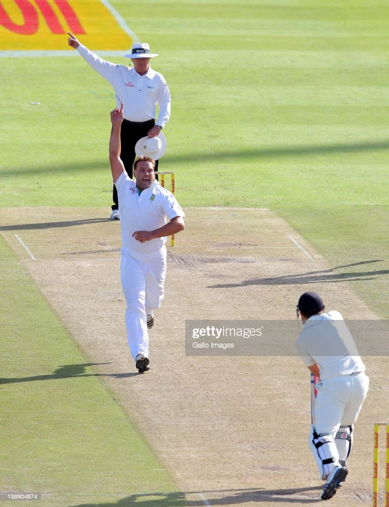 <a gi-track='captionPersonalityLinkClicked' href=/galleries/search?phrase=Jacques+Kallis&family=editorial&specificpeople=184509 ng-click='$event.stopPropagation()'>Jacques Kallis</a> of the Proteas celebrates the wicket of Daniel Flynn of New Zealand during day 2 of the 1st Test between South Africa and New Zealand at Sahara Park Newlands on January 03, 2013 in Cape Town, South Africa.