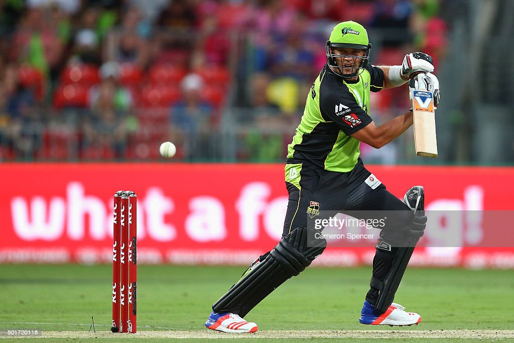 <a gi-track='captionPersonalityLinkClicked' href=/galleries/search?phrase=Jacques+Kallis&family=editorial&specificpeople=184509 ng-click='$event.stopPropagation()'>Jacques Kallis</a> of the Thunder bats during the Big Bash League match between the Sydney Thunder and the Sydney Sixers at Spotless Stadium on December 17, 2015 in Sydney, Australia.