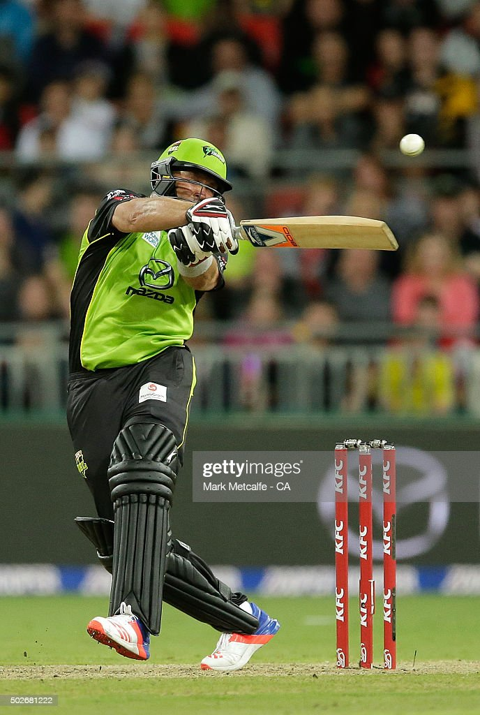 <a gi-track='captionPersonalityLinkClicked' href=/galleries/search?phrase=Jacques+Kallis&family=editorial&specificpeople=184509 ng-click='$event.stopPropagation()'>Jacques Kallis</a> of the Thunder bats during the Big Bash League match between the Sydney Thunder and Adelaide Strikers at Spotless Stadium on December 28, 2015 in Sydney, Australia.