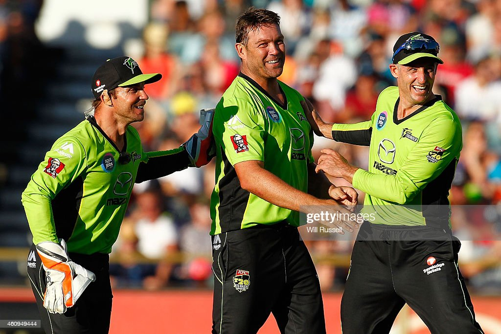 Jacques Kallis of the Thunder celebrates after taking the wicket of Adam Voges of the Scorchers during the Big Bash League match between the Perth Scorchers and Sydney Thunder at WACA on January 1, 2015 in Perth, Australia.