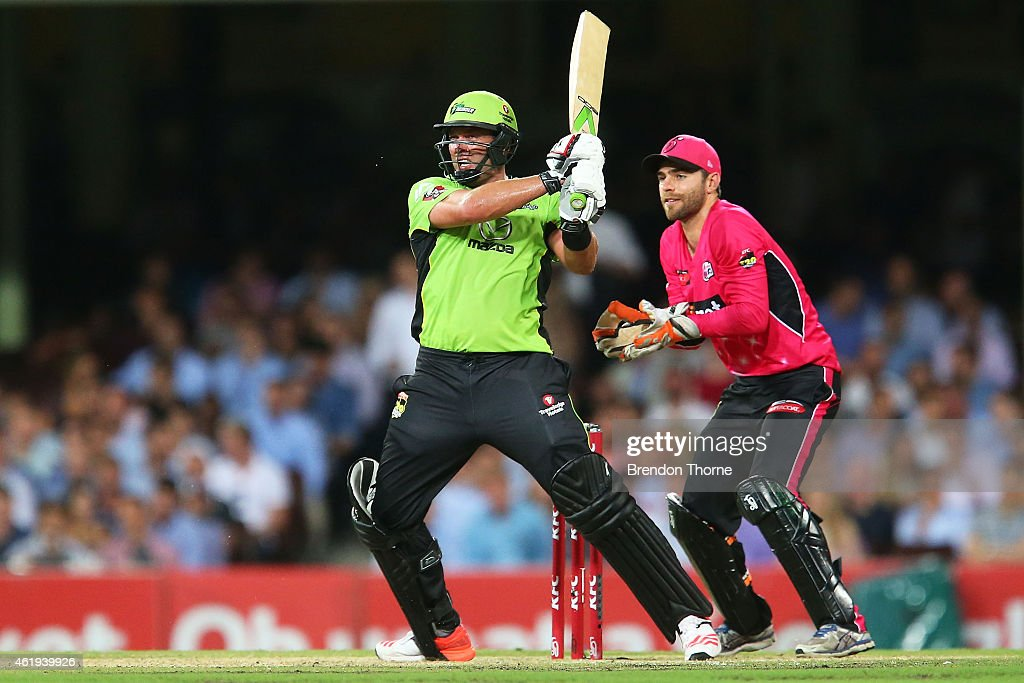<a gi-track='captionPersonalityLinkClicked' href=/galleries/search?phrase=Jacques+Kallis&family=editorial&specificpeople=184509 ng-click='$event.stopPropagation()'>Jacques Kallis</a> of the Thunder hits for six during the Big Bash League match between the Sydney Sixers and the Sydney Thunder at Sydney Cricket Ground on January 22, 2015 in Sydney, Australia.