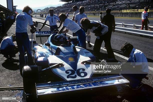 Jacques Laffite LigierMatra JS7 Grand Prix of Japan Fuji Speedway 23 October 1977 Jacques Laffite with Ligier Chief Designer Gérard Ducarouge