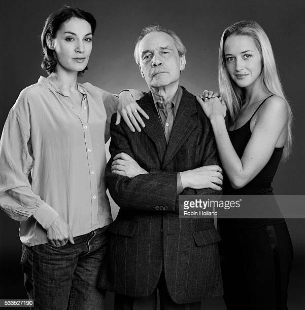 Jacques Rivette with Jeanne Balibar left and Hélène de Fougerolles costars in <Va Savoir>