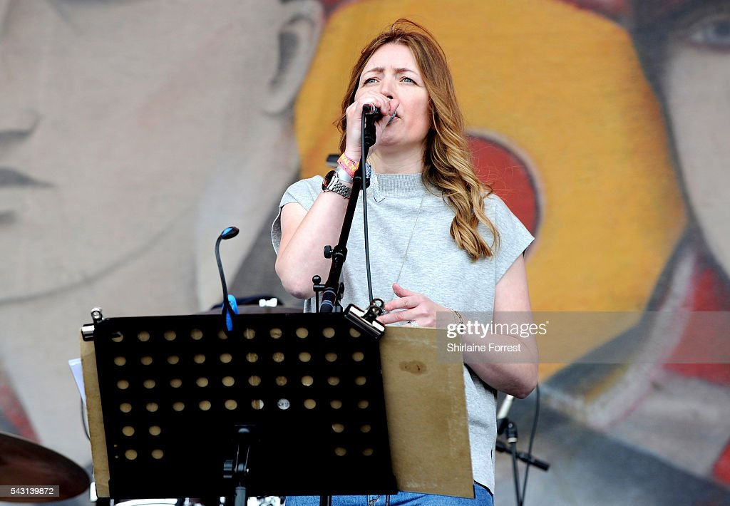 Jacqui Abbot of Paul Heaton and Jacqui Abbot performs on The Other Stage at Glastonbury Festival 2016 at Worthy Farm, Pilton on June 25, 2016 in Glastonbury, England.