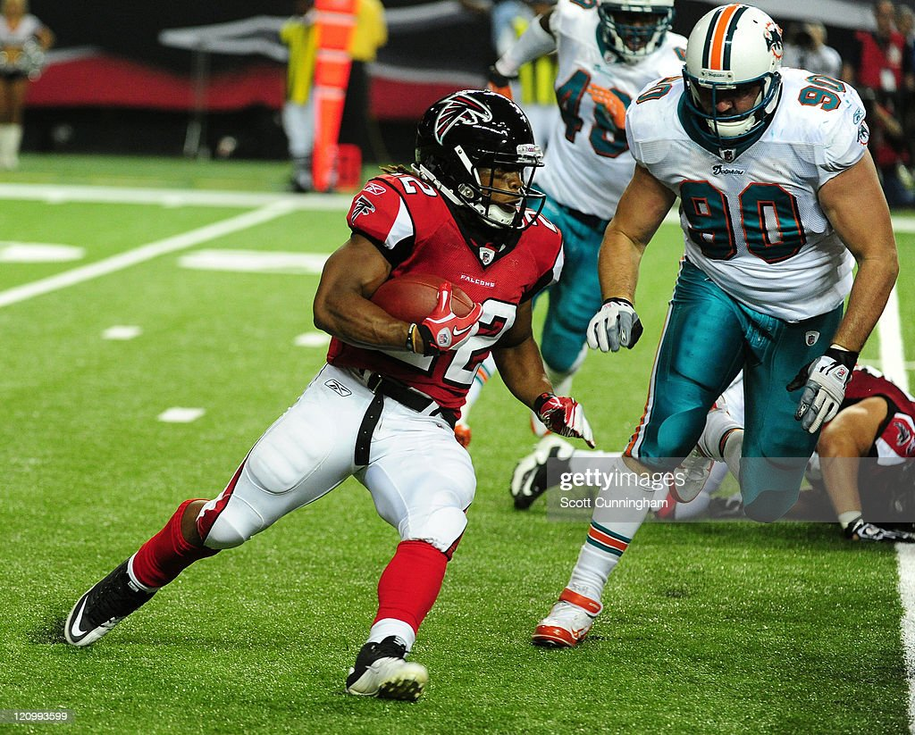 Jacquizz Rodgers #22 of the Atlanta Falcons carries the ball against the Miami Dolphins during a preseason game at the Georgia Dome on August 12, 2011 in Atlanta, Georgia.