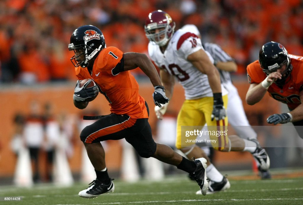 Jacquizz Rodgers of the Oregon State Beavers runs with the ball against the Southern California Trojans at Reser Stadium on September 25 2008 in...