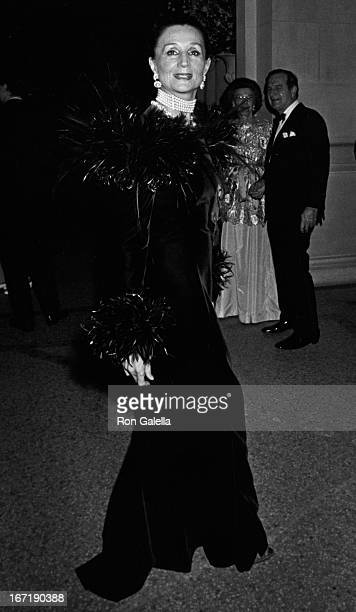 Jacuqline de Ribes attends Metropolitan Museum of Art Costume Institute Exhibition '18th Century Woman' on December 7 1981 at the Metropolitan Museum...