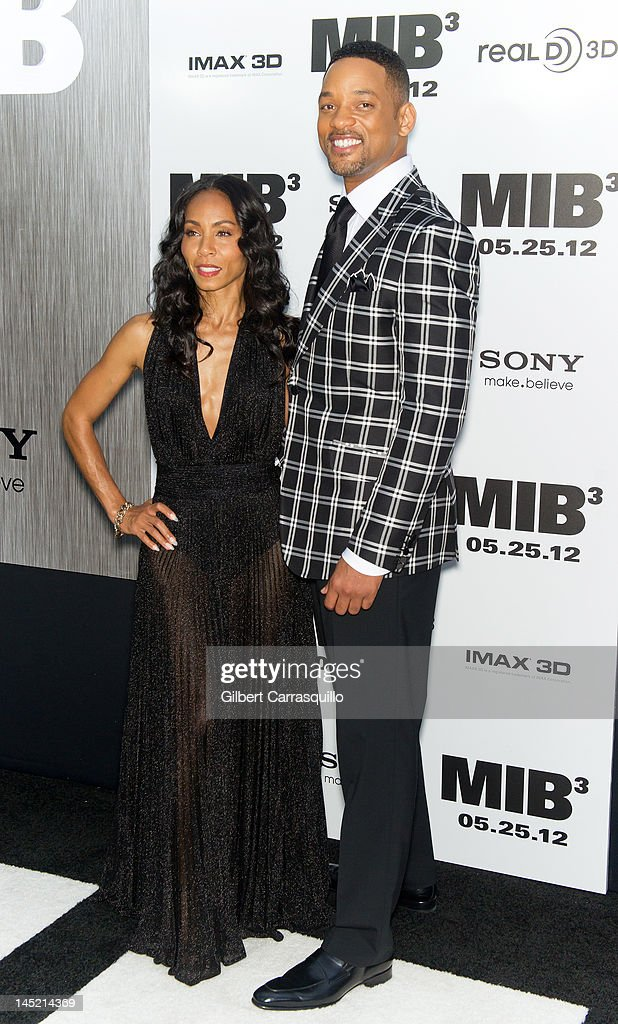 <a gi-track='captionPersonalityLinkClicked' href=/galleries/search?phrase=Jada+Pinkett+Smith&family=editorial&specificpeople=201837 ng-click='$event.stopPropagation()'>Jada Pinkett Smith</a> and <a gi-track='captionPersonalityLinkClicked' href=/galleries/search?phrase=Will+Smith+-+Actor+-+Born+1968&family=editorial&specificpeople=156403 ng-click='$event.stopPropagation()'>Will Smith</a> attend the 'Men In Black 3' New York premiere at the Ziegfeld Theatre on May 23, 2012 in New York City.