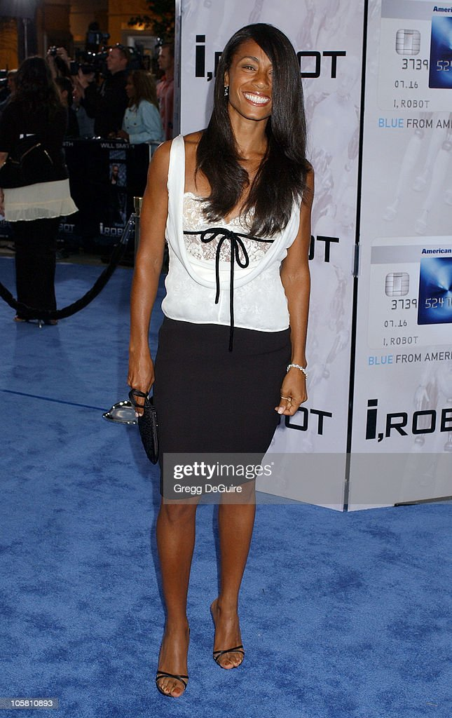 <a gi-track='captionPersonalityLinkClicked' href=/galleries/search?phrase=Jada+Pinkett+Smith&family=editorial&specificpeople=201837 ng-click='$event.stopPropagation()'>Jada Pinkett Smith</a> during 'I, ROBOT' World Premiere - Arrivals at Mann Village Theatre in Westwood, California, United States.