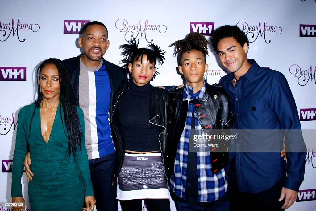 <a gi-track='captionPersonalityLinkClicked' href=/galleries/search?phrase=Jada+Pinkett+Smith&family=editorial&specificpeople=201837 ng-click='$event.stopPropagation()'>Jada Pinkett Smith</a>, <a gi-track='captionPersonalityLinkClicked' href=/galleries/search?phrase=Will+Smith&family=editorial&specificpeople=156403 ng-click='$event.stopPropagation()'>Will Smith</a>, <a gi-track='captionPersonalityLinkClicked' href=/galleries/search?phrase=Willow+Smith&family=editorial&specificpeople=869488 ng-click='$event.stopPropagation()'>Willow Smith</a>, <a gi-track='captionPersonalityLinkClicked' href=/galleries/search?phrase=Jaden+Smith&family=editorial&specificpeople=709174 ng-click='$event.stopPropagation()'>Jaden Smith</a> and <a gi-track='captionPersonalityLinkClicked' href=/galleries/search?phrase=Trey+Smith&family=editorial&specificpeople=1042458 ng-click='$event.stopPropagation()'>Trey Smith</a> attend the VH1 'Dear Mama' taping at St. Bartholomew's Church on May 3, 2016 in New York City.